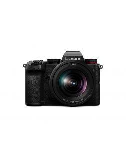 Panasonic Lumix S5 Mirrorless Camera & 20-60mm f3.5-5.6 Lens
