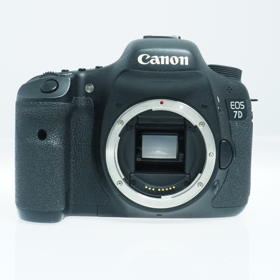 Used Canon EOS 7D DSLR Camera Body (33,000 Shutter Count)