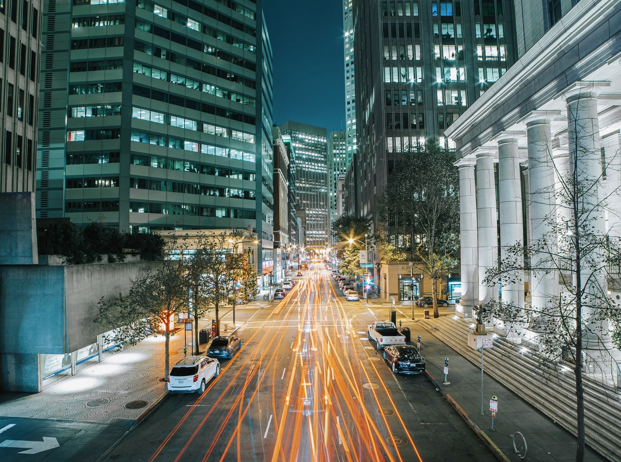 photo of city street and buildings using vertical leading lines to improve composition