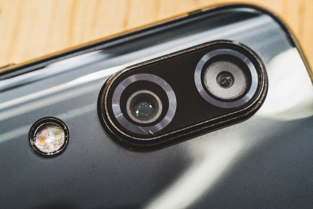 closeup of camera on smartphone, how to take better smartphone photos
