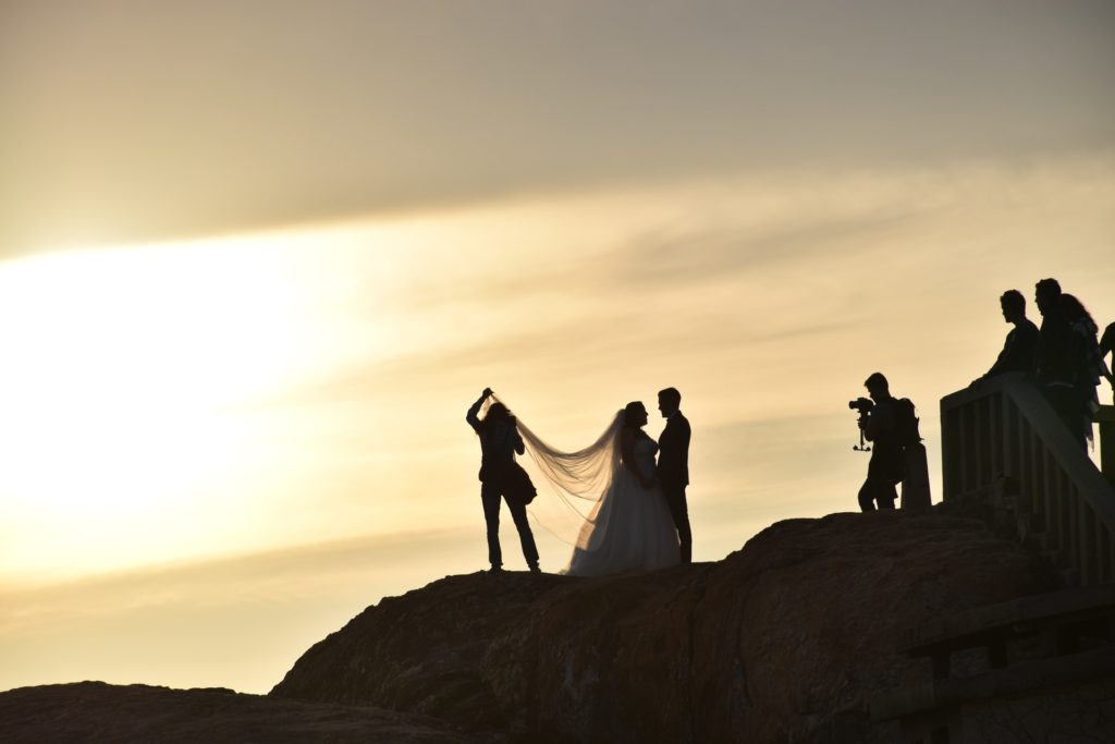 photographer gets in close taking wedding photo, group photo tips